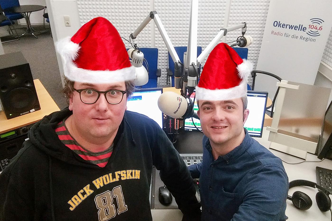 Christian Cordes und Markus Hörster mit Weihnachtsmützen