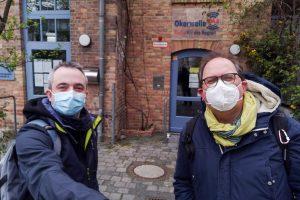 Markus Hörster und Christian Cordes vor dem Studio von Radio Okerwelle in Braunschweig nach Logbuch Digitalien Episode 52